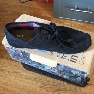 Black toms lace up